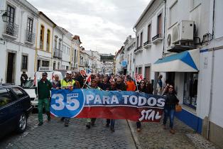 Saida à rua do plenário do STAL em Montemor-o-Novo