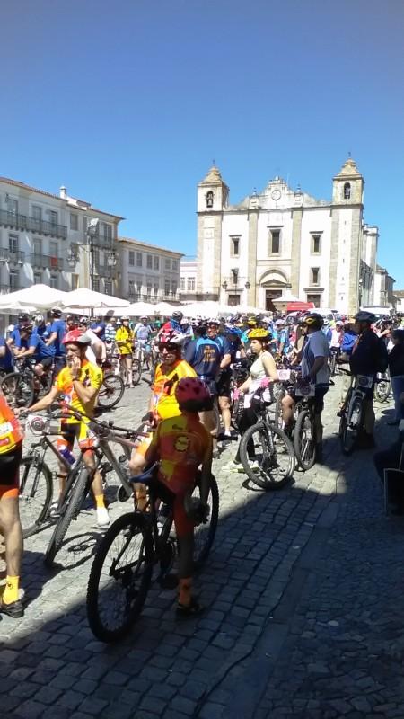9Praça Giraldo - Ciclistas 1