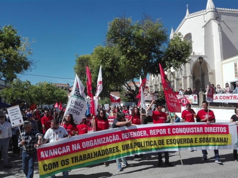 Manifestação 1 Maio Évora